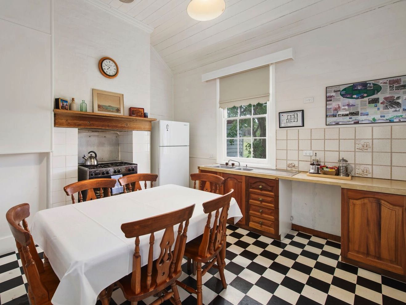 Lightkeeper's Cottage - Kitchen