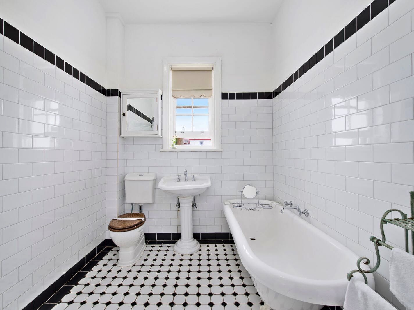 Lightkeeper's Cottage - Bathroom