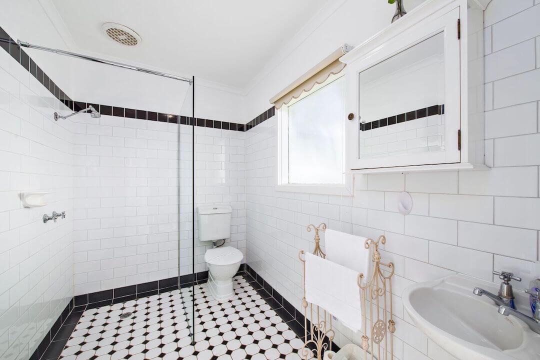 Lightkeepers Cottage - Bathroom